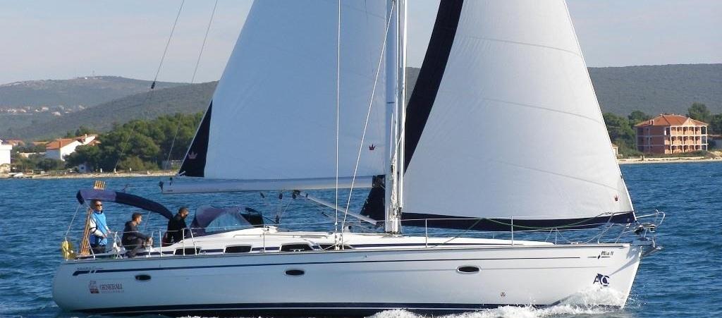 bavaria-49_sailing