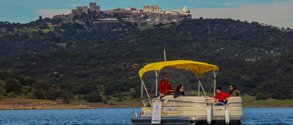 Passeio de barco na barragem do Alqueva