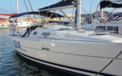 Oceanis 323 for charter in Portugal