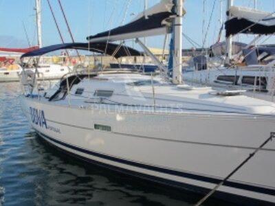 Oceanis 323 for charter in Portugal